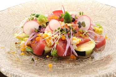 『本日の中央市場からの厳選カルパッチョといろいろ野菜』