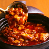 中華料理も得意な店長の渾身の一品、出来立てアツアツをどうぞ