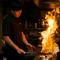 国産備長炭で豪快に焼きあげる、絶品の地鶏料理
