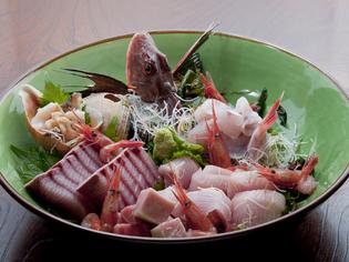 富山湾の鮮魚を中心とした四季折々の旬の食材を提供