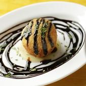 珍味をボリューム満点に仕上げた『山芋とフォアグラのコロッケ』(1個)