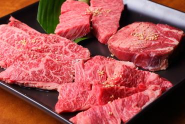まずはコレ! 上質なお肉の様々な部位を食べ比べ『盛合せ』