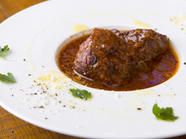 ふんわり、とろけるよう! 濃厚な味わい『牛ほほ肉の赤ワイン煮』