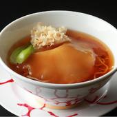 ぜいたくでユニークな逸品『フカヒレ姿煮スープソバ』