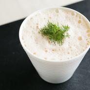 魚介の風味豊か。ふんわりしたソースには活毛ガニを使うそう。洋風の茶碗蒸しのようなお料理です。