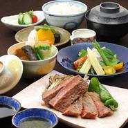 先付・煮物・旬菜サラダ・国産牛ロース(60g)・焼野菜・食事・デザート。