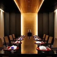 スタイリッシュで高級感のある特別個室「鳳鳴」。