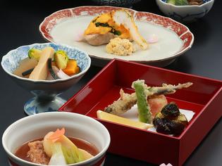 四季の食材や調理法を巧みに駆使し、お客様目線で創る会席料理