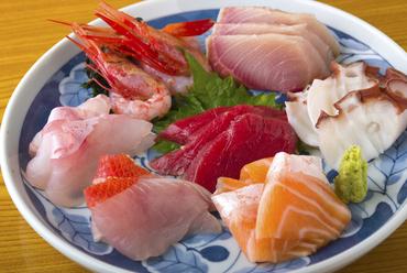 鮮度が自慢の魚介を使った『刺身七点盛り』