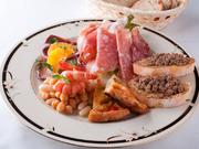 北海道産の旬の食材を使用した前菜。季節ごとに替わる旬の味を堪能。