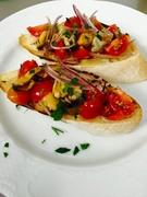 野菜で長時間煮込んだイタリア産のウサギのもも肉