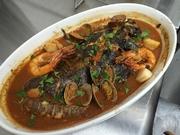 トスカーナ州リヴォルノの郷土料理 魚介をトマトソースと魚の出汁で煮込みます 必ず、5種類の魚介を使うことがポイント!!