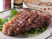 ボリュームのあるTボーンステーキ肉は北海道豊西牛。直送で仕入れ提供。赤身の旨味がたまらない逸品です。