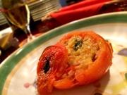 丸ごとトマト1個にリゾットを詰めた前菜です