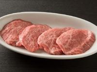 柔らかくキメ細やかな肉質の極上赤身肉
