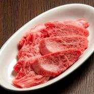 リブ芯の周りの厚切り肉、濃厚な旨味が特徴