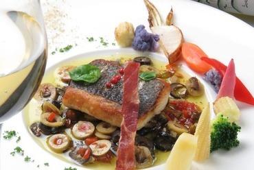 本日鮮魚のポワレ その日おすすめのソースで
