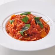 国産牛フィレ肉とフォアグラのロッシーニ風 トリュフのソース