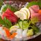 鮮度のよい魚介類が5種も入った『お造り盛り合わせ』
