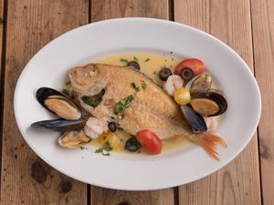 魚貝たっぷり、漁師風の煮込み『本日の鮮魚のアクアパッツァ』