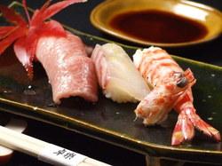 京料理と上握り寿司を組み合わせた贅沢な懐石料理です。