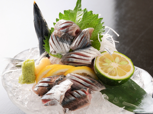 天然活魚、旬の食材を使ったお料理をお楽しみください。