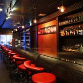 1階は【Bar Kakashi】となっており、カウンター席もあります