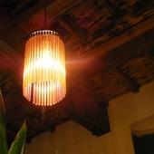 どこか懐かしい空間の中に、ひっそりやさしく照らす灯り