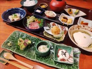 豆腐と野菜の懐石コース(追手筋店限定)、おまかせコース、季節のコース、季節の鍋コースの全4種のコース