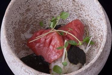 生本鮪  器に入ったお寿司