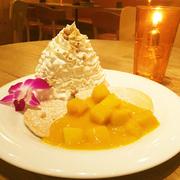 ココナッツの風味とフレッシュマンゴーのハワイアンパンケーキ