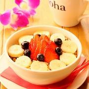 アンチエイジングや美肌効果の高い『アサイーボウル』は食後のデザートにも人気です。 TOPPING/バナナ・ブルーベリー・イチゴ・グラノーラ・ハチミツ 『Rサイズ=930(1004)円』