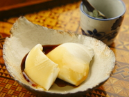とろりとかかった黒蜜がアクセント! 優しい甘みが広がる『杏仁豆腐』