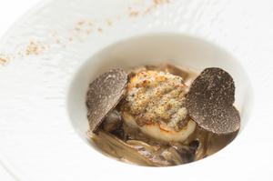 『ホタテ貝のグラティネ セップ茸のクリームソース』 ~ディナーコースの一品~