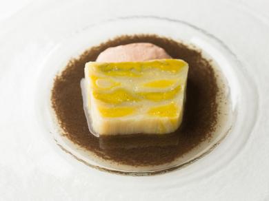 ポロ葱のテリーヌ地鶏のレバームースとトリュフのヴィネグレット ~デギュスタションコースの一品~
