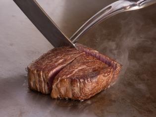 総料理長自らが長年の目利きで吟味を重ねた『松阪牛ステーキ』