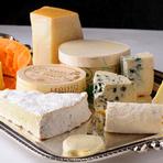 ワゴンサービスから選べる、自家熟成させた『チーズ』