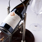 500種類のワインの中から好みの1本をセレクトします