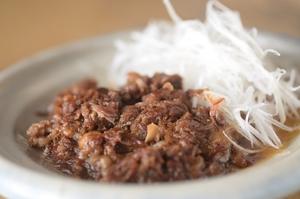 お箸で切れる、ほろりとした柔らかさの『牛すじ煮込み』
