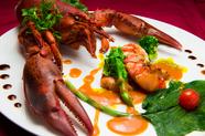 ぷりぷりの食感『オマール海老のポアレ 3種のソースで』