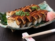 穴子のふっくらとした身が酢飯にマッチ『棒寿し』