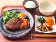 「三田和牛ステーキ」をはじめ、7種のメインから選べるセット。昔ながらの洋食屋さんのレシピです。