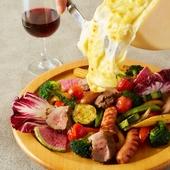 ごろごろお肉とお野菜のラクレット。とろ~りチーズを目の前で♪