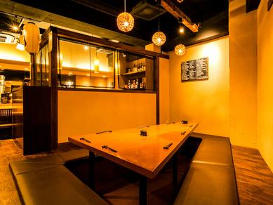 隠れ家のようなお洒落な雰囲気の店内で大人の飲み会を開けます