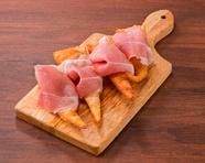 極薄のパルマ産生ハムとクレシェンティーナ (まず美味しい生ハムを食べてください!!)