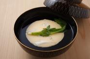 上品なまぐろ節の香りがうれしい『お椀 白魚の玉締め』