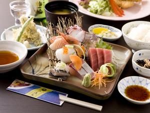 厳しい目利きで選んだ、旬の鮮魚を、刺身で堪能『お刺身定食』