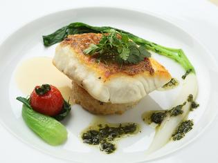 柳橋市場から届く、四季を感じさせる新鮮な魚介類