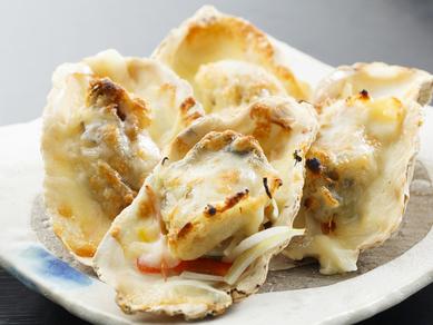 ぷりぷりの食感と磯の香りが広がる『カキのチーズ焼き』