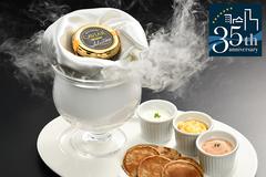 フランスで研鑽を積んだ料理長小畑が、2つ星「タイユヴァン」で磨いた技と感性を、コースに凝らしました。